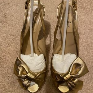 Gold sandal by Valentino size 38 1/2